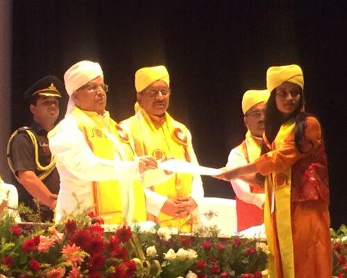 Shruti Kumari AKU BBA Topper 2018